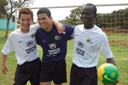 Fernando Herrera, Ali Abu Taha and Solomon Kallon are the stars of the soccer team Brazsat (Photo: ACNUR/ L.F.Godinho)